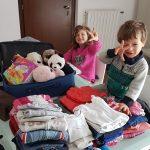 preparazione valigia per un viaggio in auto con bambini