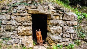 Esempio di casota sul sentiero di San Pietro al Monte