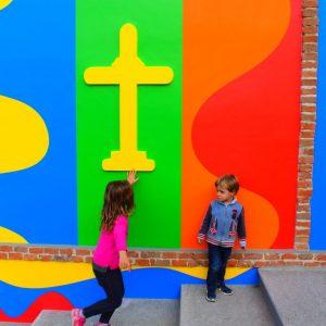 bambini alla chiesa del barolo
