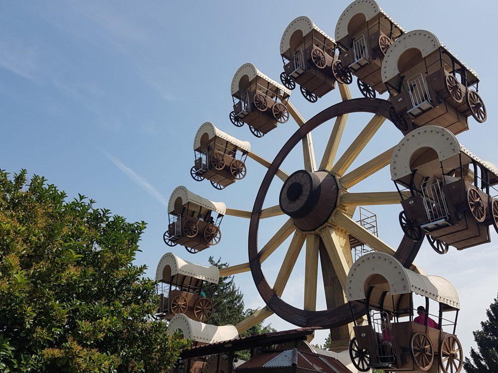 ruota panoramica del parco divertimenti a tema Leolandia
