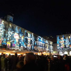 Piazza Duomo nella città dei Balocchi Como