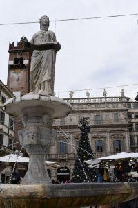 La fontana Madonna Verona in piazza delle Erbe