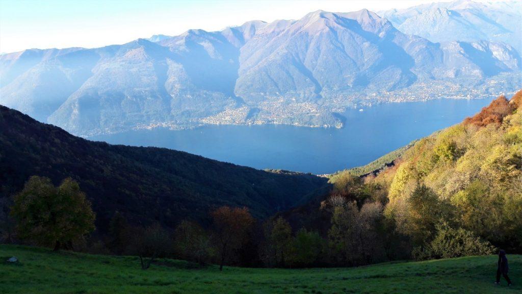 Il panorama del Lago di Como dal Rifugio Martina sul Monte San Primo