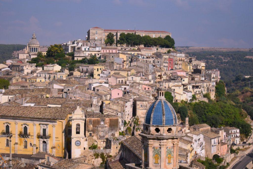 il panorama di Ragusa Ibla nella Sicilia sud orientale