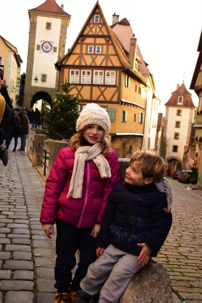 bambini a Rothenburg ob der Tauber sulla Romantische Strasse