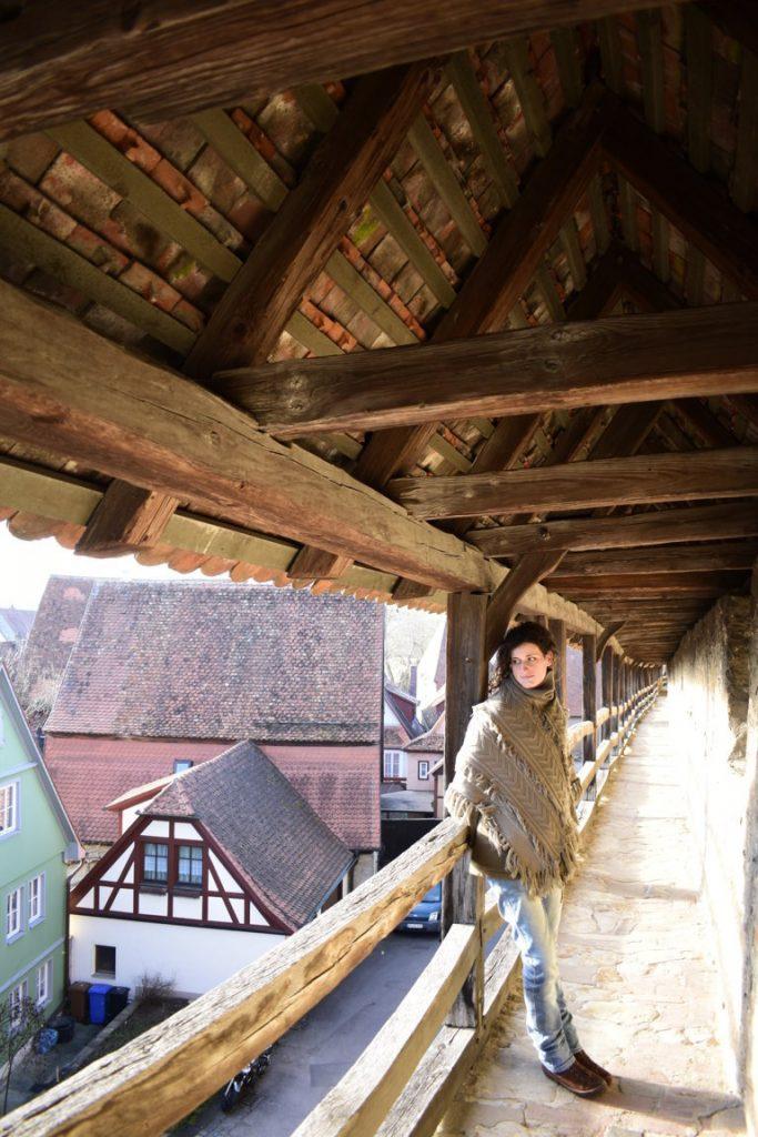 Il cammino di ronda sulle mura medioevali