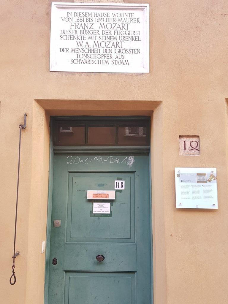 l'ingresso della casa di Franz Mozart a Fuggerei