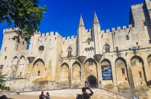 Il Palazzo dei Papi ad Avignone capitale della Provenza