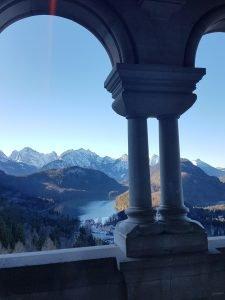 La vista da una stanza del Castello di Neuschwanstein