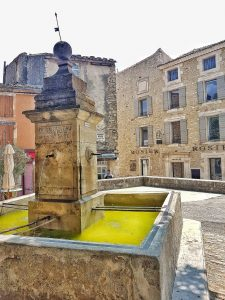 la fontana di Gordes in Francia