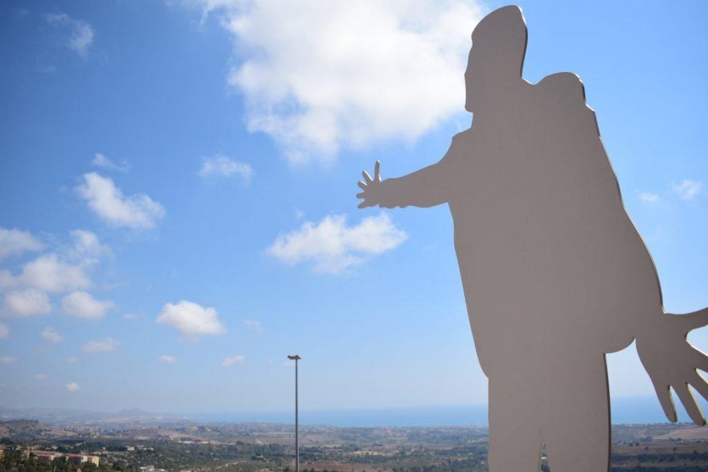 la statua del Belvedere Modugno ad Agrigento