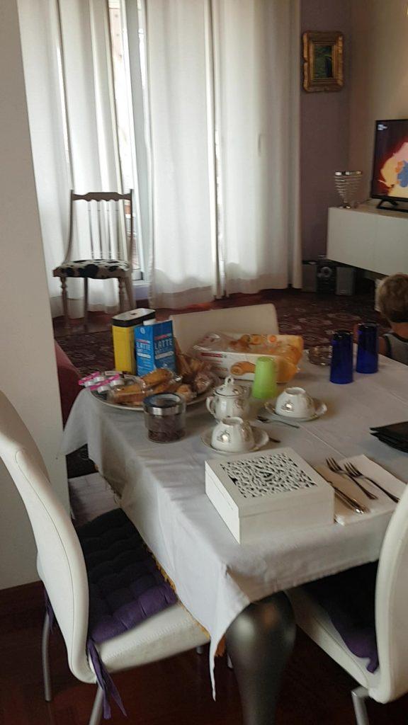 La colazione fornita nell'appartamento Sguardo sul Barocco