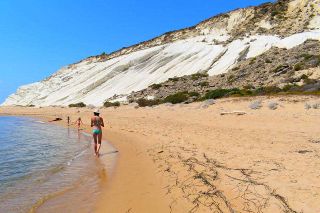 la spiaggia della Riserva Naturale Orientata Torre Salsa ad Agrigento