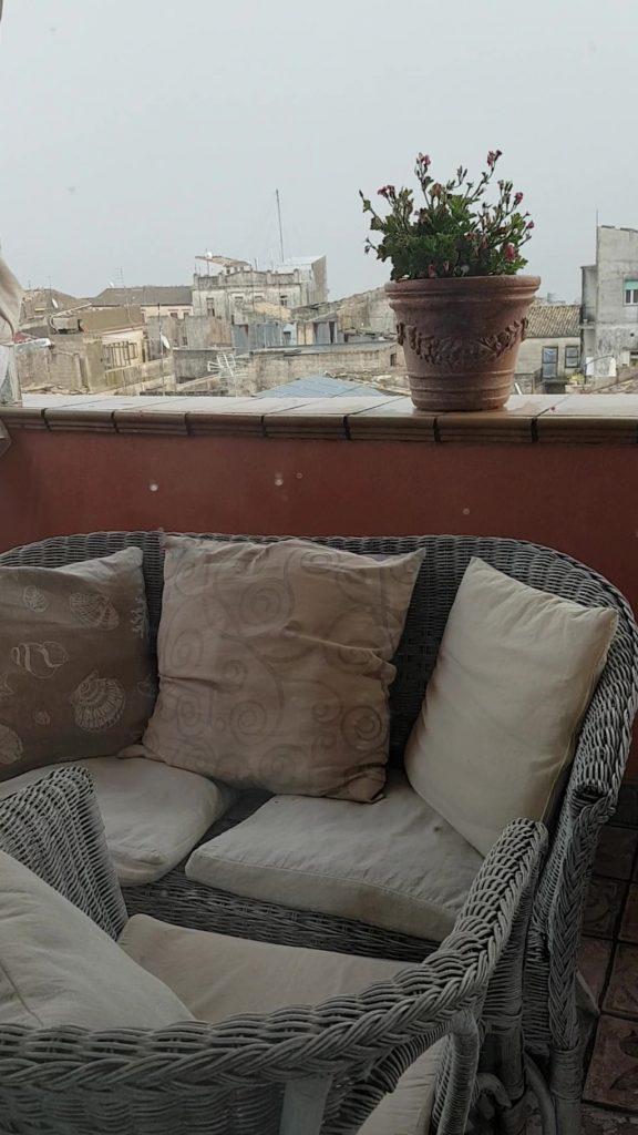 terrazzo con vista su Ragusa dell'appartamento Sguardo sul Barocco