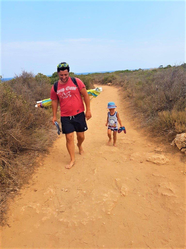 il percorso che porta alla spiaggia Calamosche nella Riserva Naturale di Vendicari