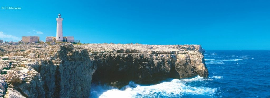 Il faro di Capo Murro di Porco nella Riserva del Plemmirio