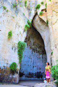 La latomia Orecchio di Dionisio nel Parco Archeologico della Neapolis