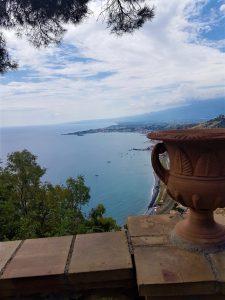 il panorama sul Mar Ionio dall'alto di Taormina