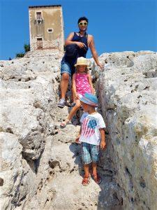 Visitare il Parco Archeologico Neapolis a Siracusa con bambini