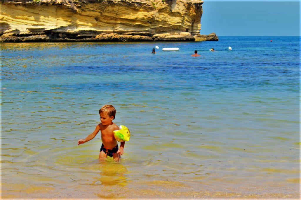 la spiaggia Minareto nel Parco Marino del Plemmirio ideale per bambini