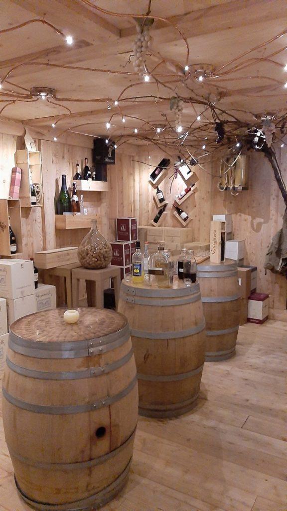la cantina dei vini del ristorante l'Istciot a Compet
