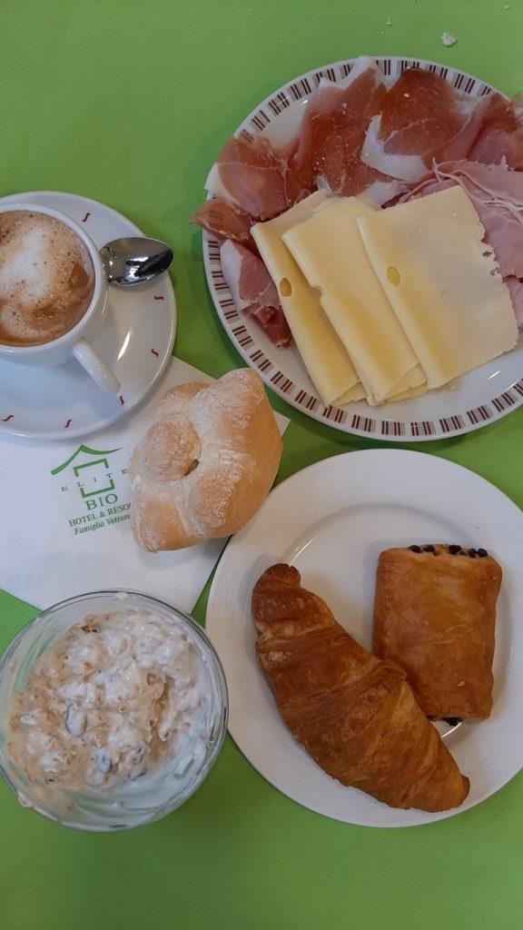 la colazione del NatureBio Hotel di Levico Terme