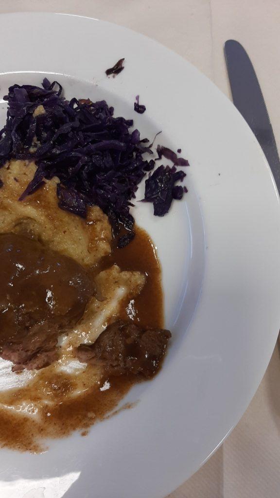 Guancia di maiale con polenta e crauti piatto tipico della Valsugana