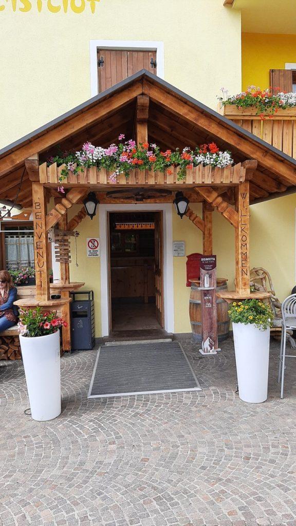 l'ingresso del ristorante l'Istciot a Vetriolo Terme