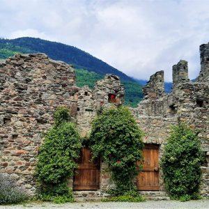 i ruderi di Castel Grumello in Valtellina