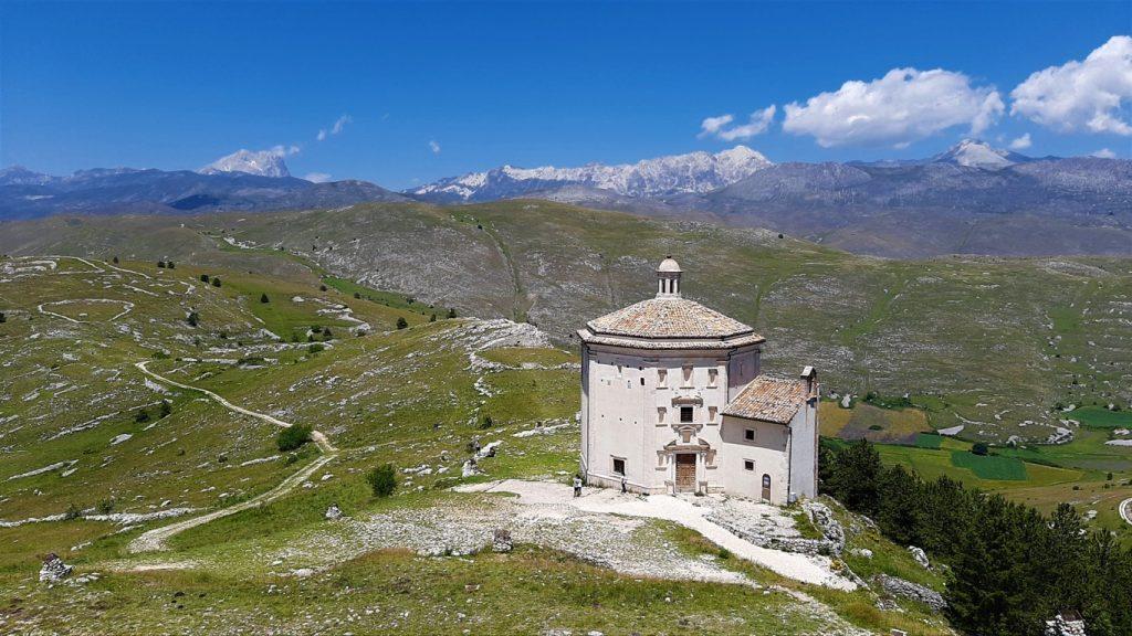 Chiesa di Santa Maria della Pietà nel Parco Nazionale del Gran Sasso e Monti della Laga