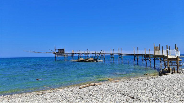 Punta Aderci e il mare mozzafiato della Costa dei ...