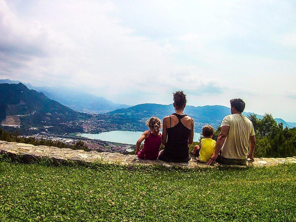Famiglia a San Pietro al Monte in Lombardia