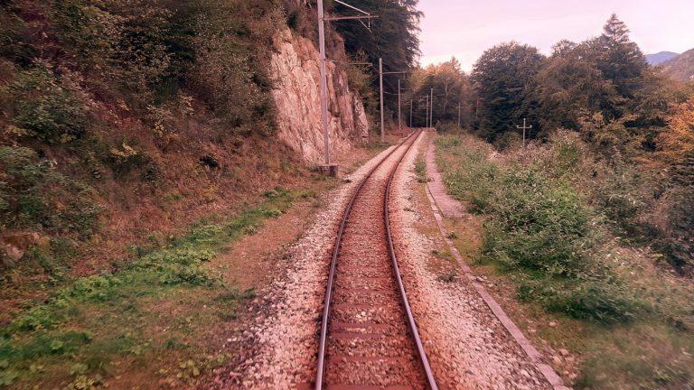 Treno del Foliage con bambini: tuffo nei colori d'autunno sulla ferrovia Vigezzina Centovalli