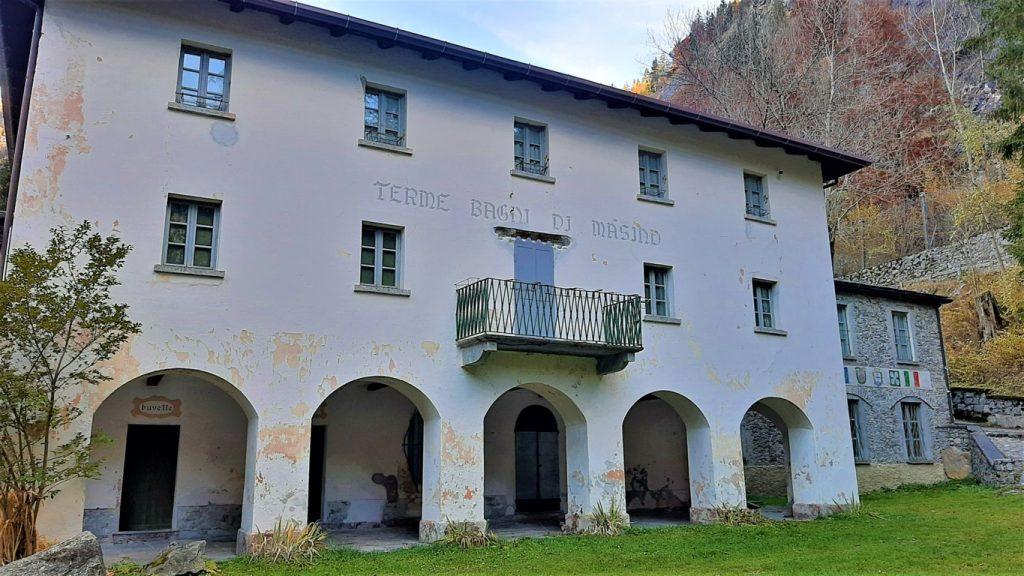 l'antico edificio delle Terme dei Bagni di Masino in Valtellina