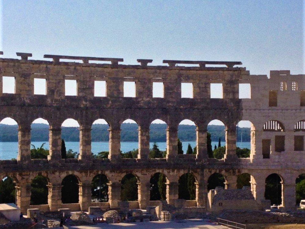 Le arcate dell'Arena di Pola in Istria