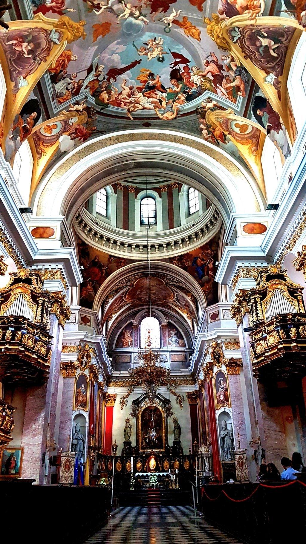 Gli interni della Cattedrale di San Nicola a Lubiana
