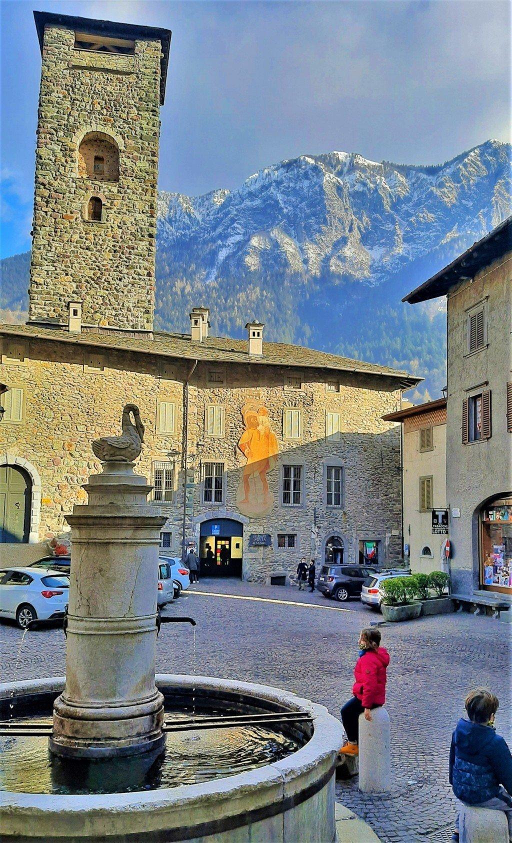 La Piazza del borgo medievale di Gromo a Bergamo