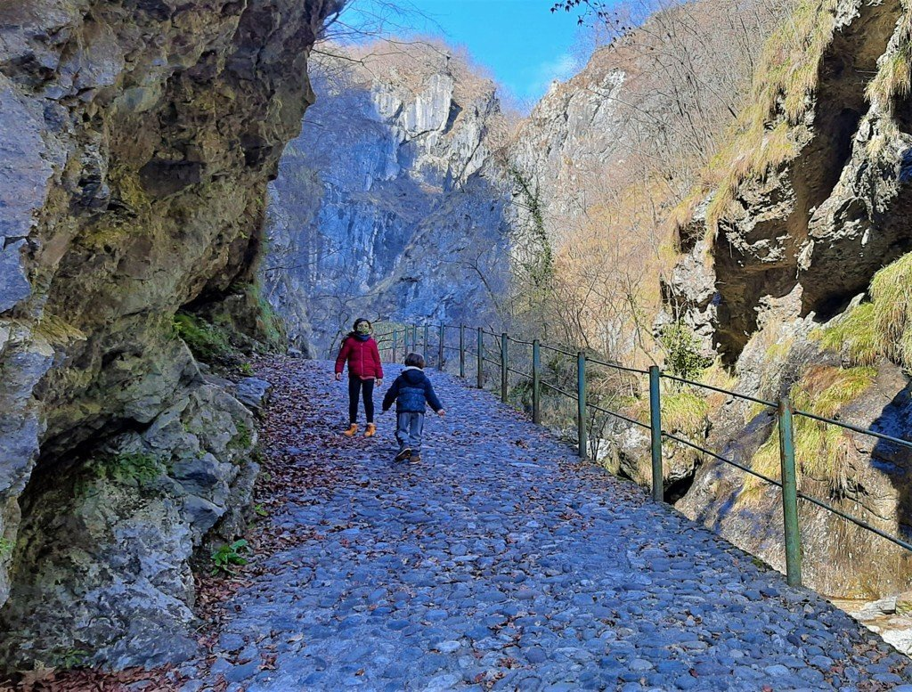 Il facile sentiero delle cascate della Val Seriana