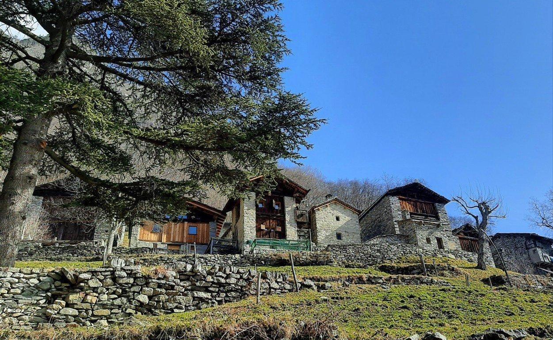 La vista del borgo medievale di Savogno in Valchiavenna