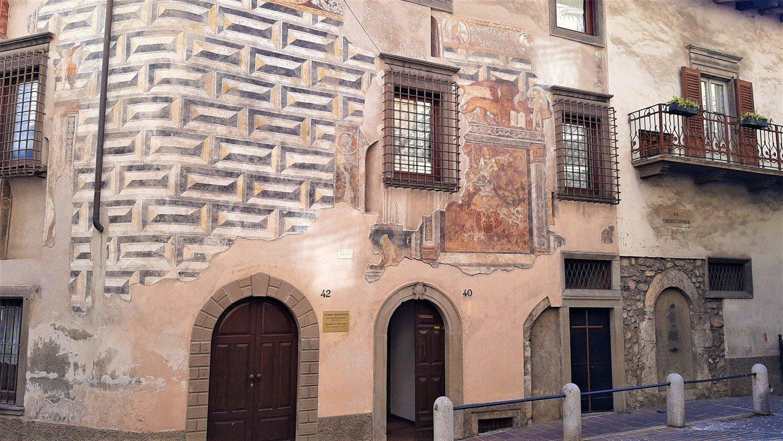 Gli affreschi del sito storico di Clusone a Bergamo