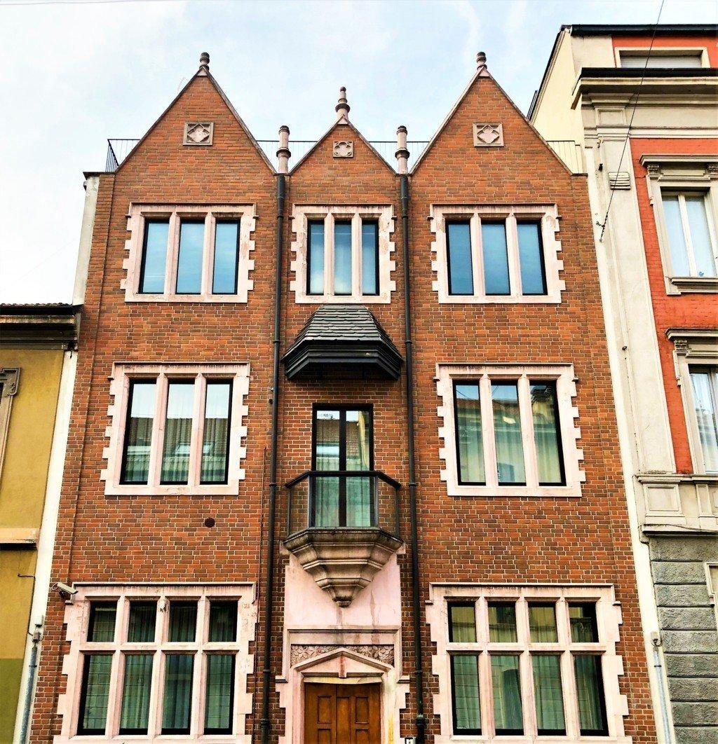 La Casa 770 a Milano nascosta