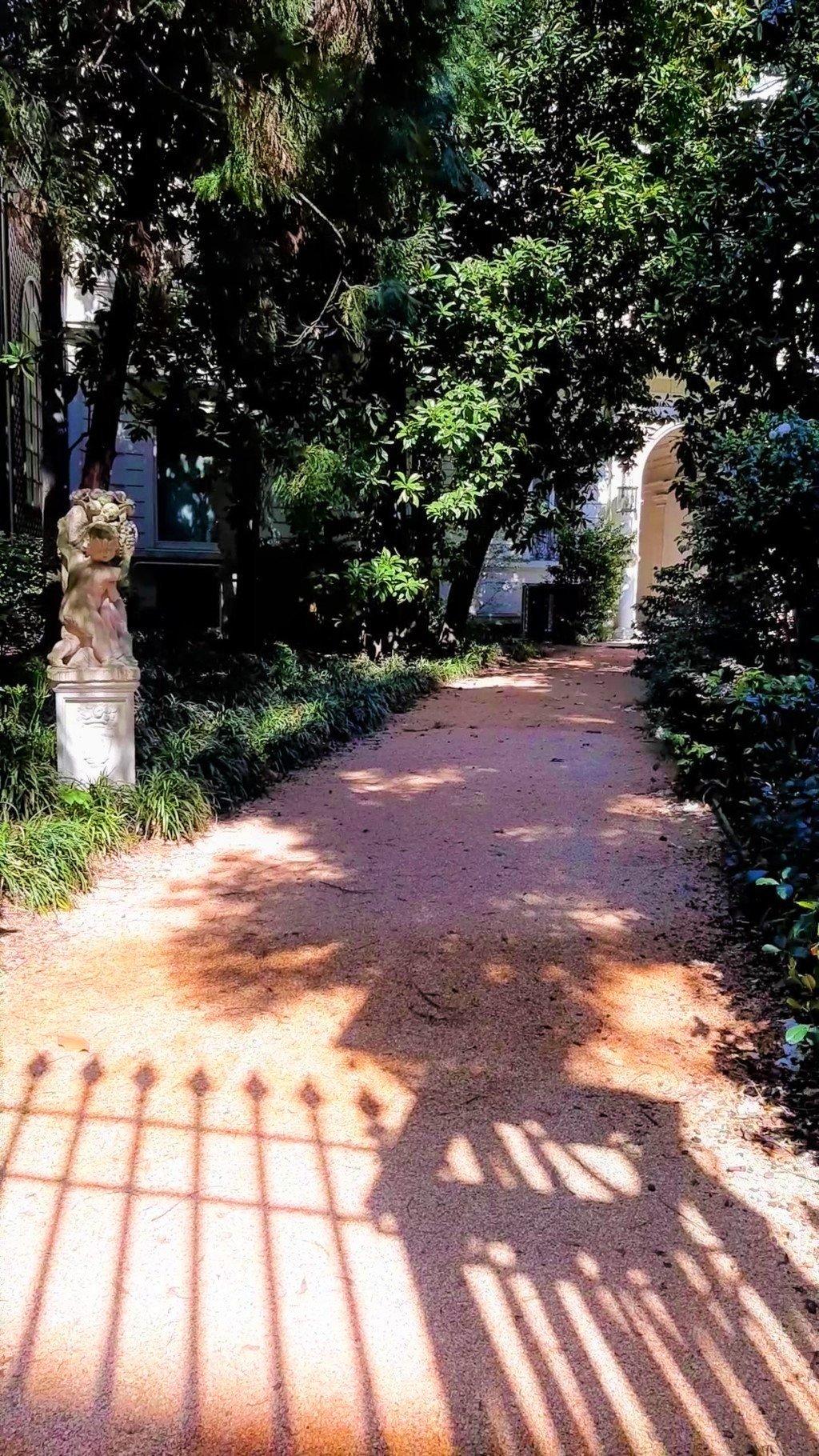 I giardini di Villa Invernizzi a Milano