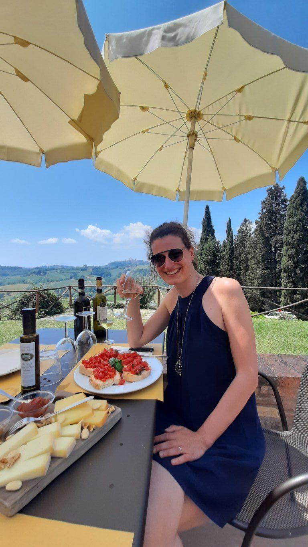 Degustazione di vini alla Fattoria Poggio Alloro di San Gimignano