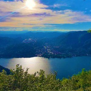 Faro Voltiano e il panorama sul Lago di Como