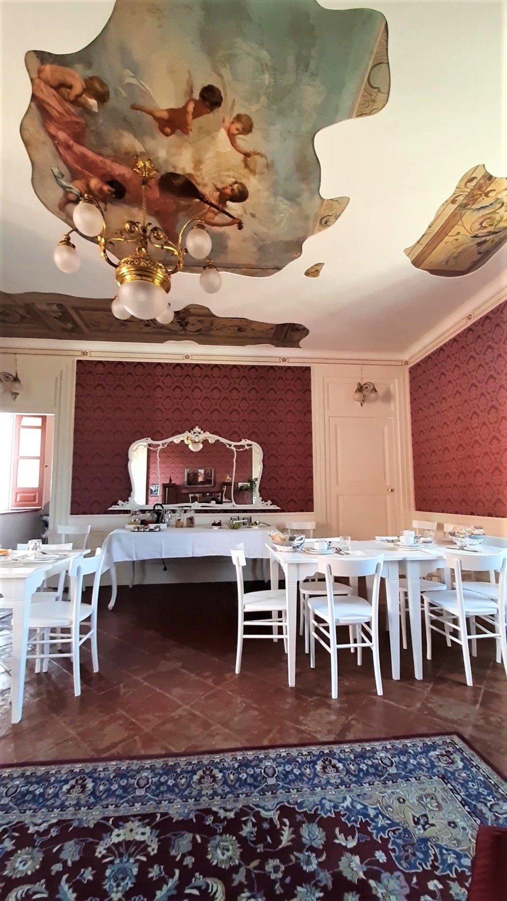 La sala delle colazioni del Palazzo Policastri a Corigliano Calabro
