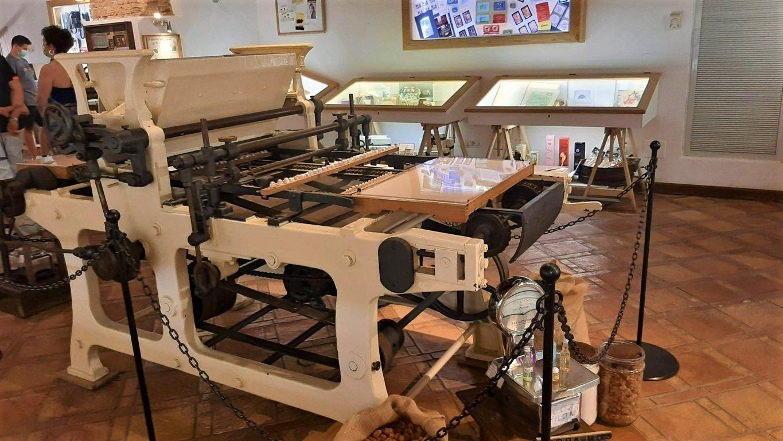 Una macchina per la lavorazione della liquirizia esposta al Museo Amarelli di Rossano Calabro