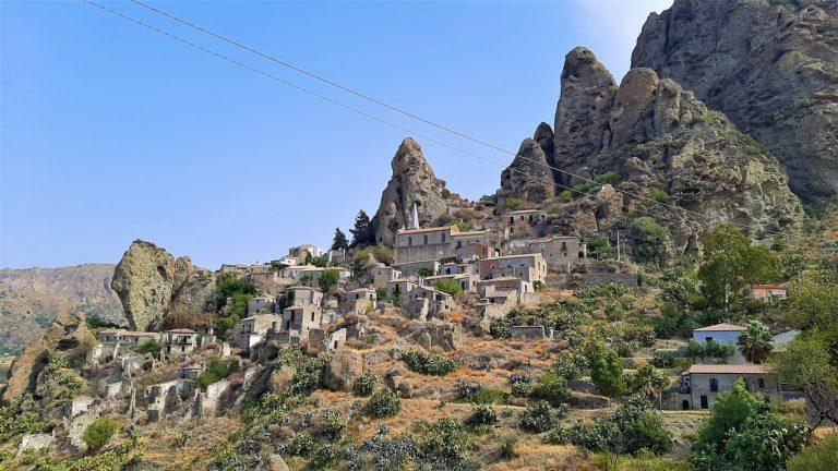 Pentidattilo Calabria: cosa vedere nel paese fantasma di Reggio Calabria