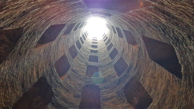 Pozzo di San Patrizio Orvieto: il mistero delle scale e la guida completa per visitarlo