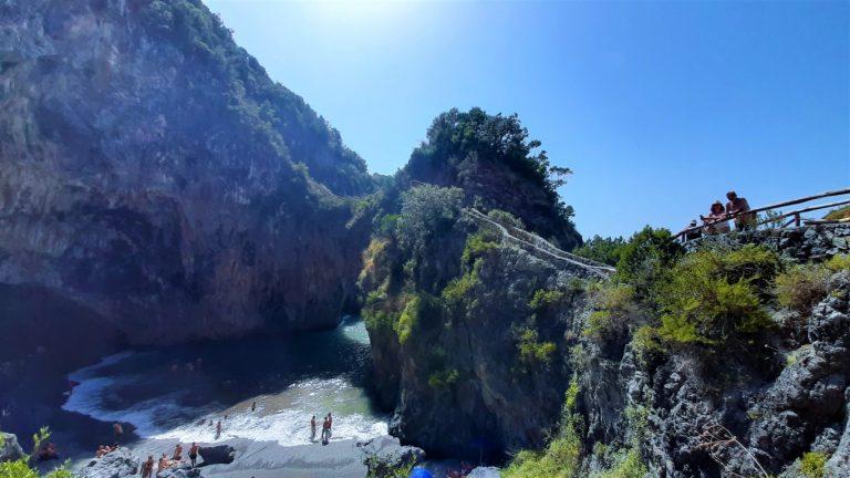 Spiaggia dell'Arcomagno a San Nicola Arcella: guida a uno dei litorali più belli della Calabria